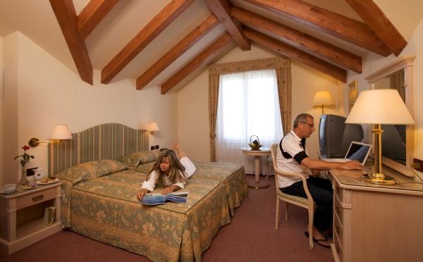 Hotel-Bellavista-Levico-Terme-camera-da-letto2