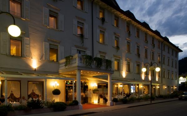 Hotel-Bellavista-Levico-Terme-esterno-notturno