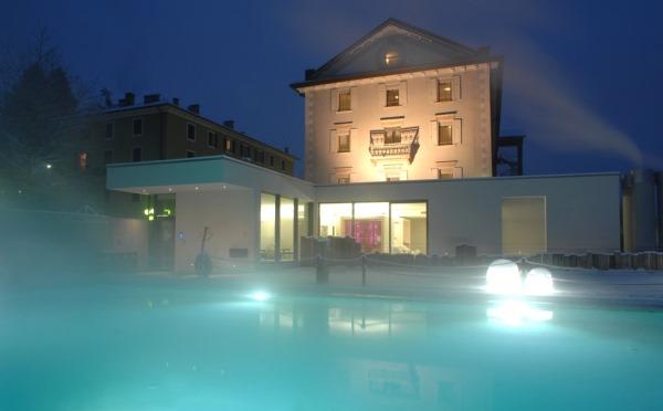 Hotel-Bellavista-Levico-Terme-piscina-esterna-di-notte