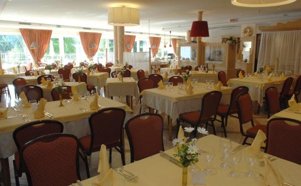 Hotel-Bellavista-Levico-Terme-sala-da-pranzo