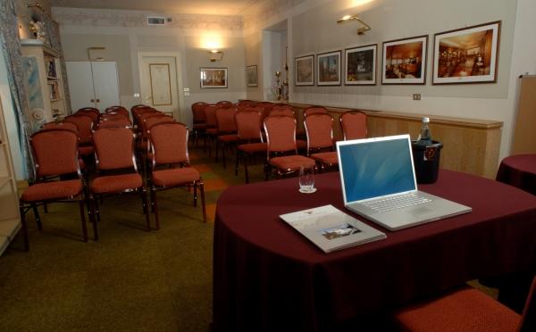 Hotel-Bellavista-Levico-Terme-sala-meeting4