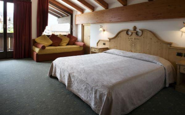 Hotel-Castel-Pietra-Transacqua-camera-da-letto