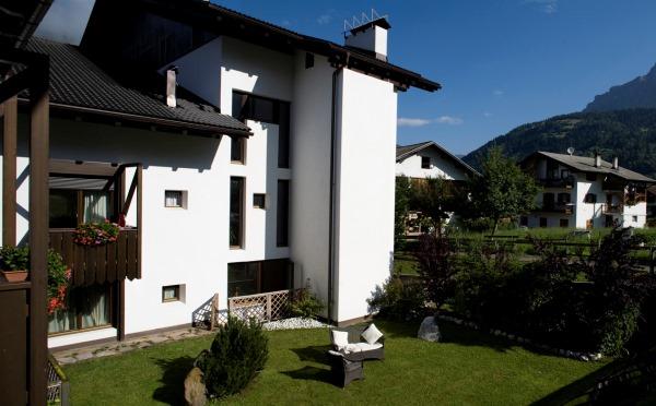 Hotel-Castel-Pietra-Transacqua-esterno1