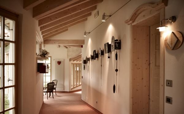 Hotel-Castelir-Panchià-corridoio