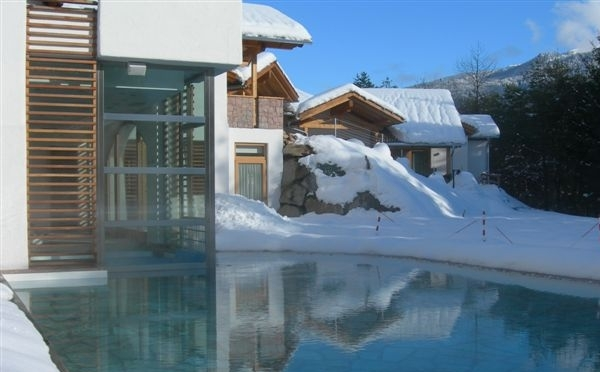 Hotel-Castelir-Panchià-piscina-esterna