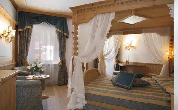 Hotel-Colbricon-San-Martino-camera-da-letto