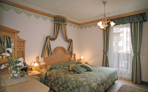 Hotel-Colbricon-San-Martino-camera-da-letto2