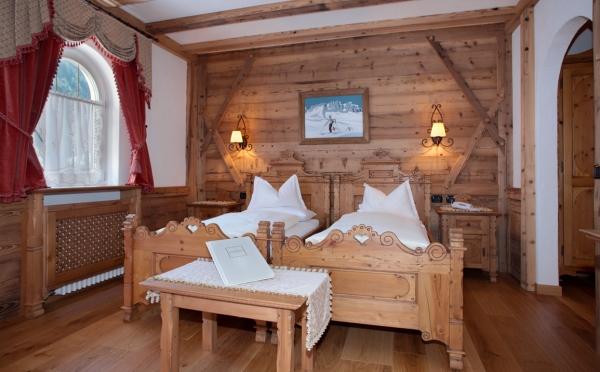 Hotel-Colbricon-San-Martino-camera-da-letto3