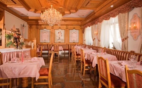 Hotel-Colbricon-San-Martino-sala-da-pranzo