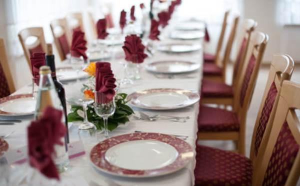 Hotel-Comparsa-Pergine-Valsugana-allestimento-tavoli