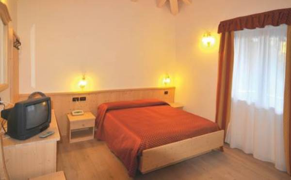 Hotel-Comparsa-Pergine-Valsugana-camera-da-letto2
