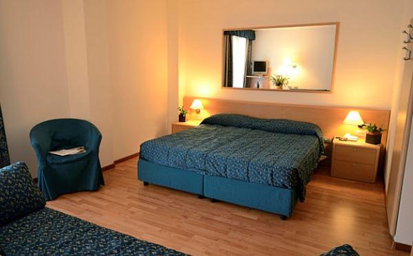 Hotel-Flora-Terme-di-Comano-camera-da-letto1
