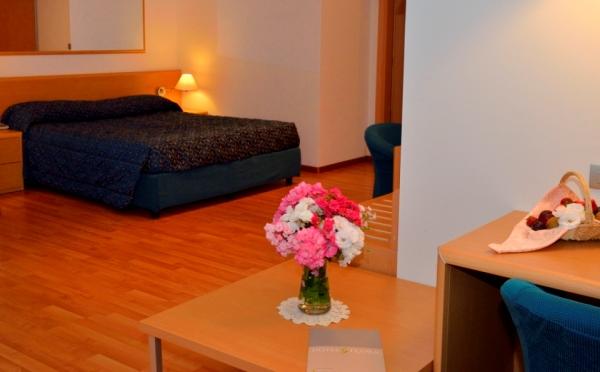 Hotel-Flora-Terme-di-Comano-camera-da-letto3