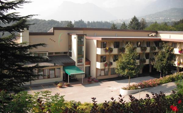 Hotel-Flora-Terme-di-Comano-esterno