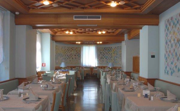 Hotel-Folgaria-Grand-hotel-Astoria-sala-ristorante