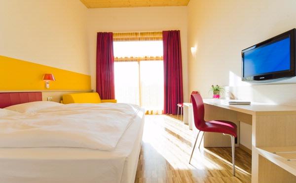 Hotel-Garda-Sporting-Riva-del-Garda-camera-da-letto