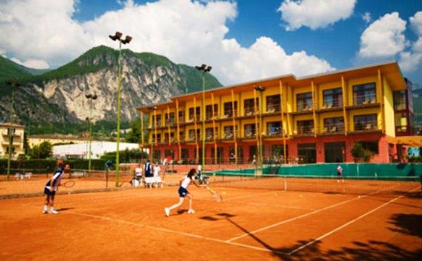 Hotel-Garda-Sporting-Riva-del-Garda-campo-da-tennis