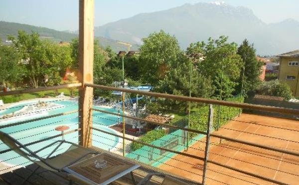 Hotel-Garda-Sporting-Riva-del-Garda-giardino