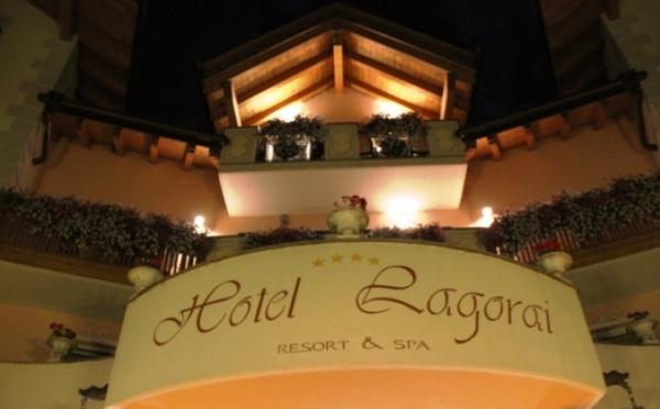 Hotel-Lagorai-Cavalese-insegna