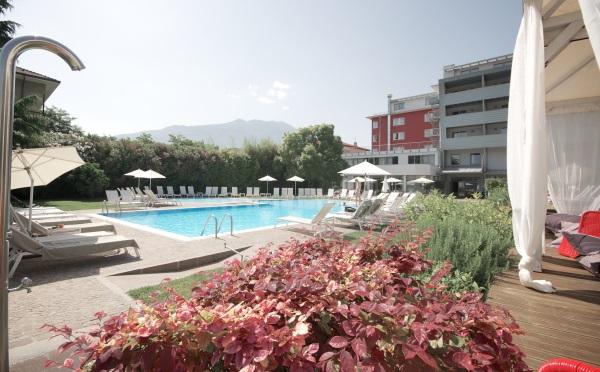 Hotel-Luise-Riva-del-Garda-piscina-esterna