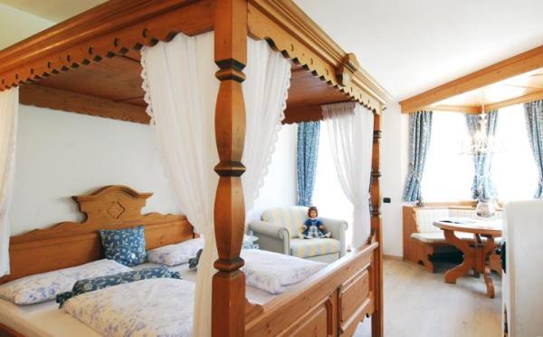 Hotel-Maso-Col-San-Martino-camera-da-letto2