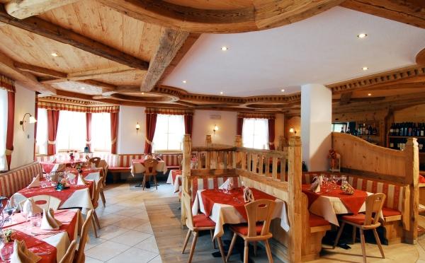 Hotel-Maso-Col-San-Martino-sala-da-pranzo