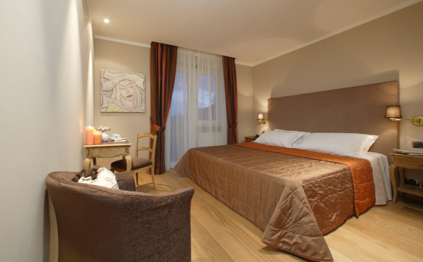 Hotel-Savoia-San-Martino-di-Castrozza-camera-da-letto3