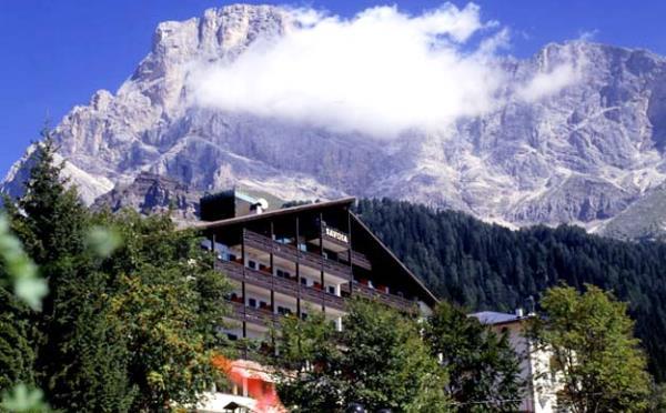 Hotel-Savoia-San-Martino-di-Castrozza-esterno2