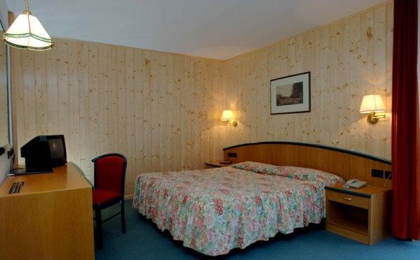 Hotel-Shandranj-Tesero-camera-da-letto