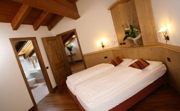 Hotel-Shandranj-Tesero-camera-da-letto2