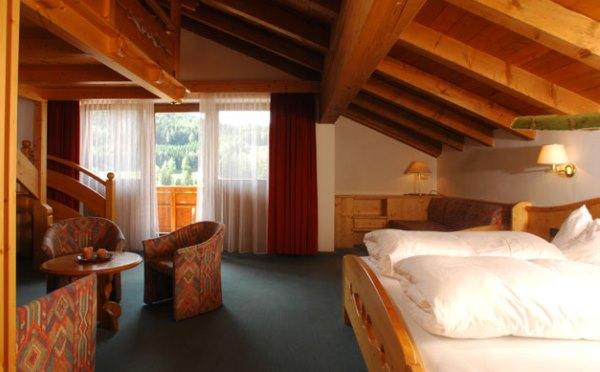 Hotel-Shandranj-Tesero-camera-da-letto4