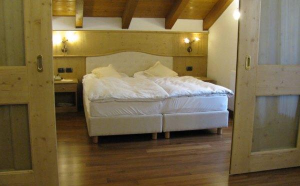Hotel-Shandranj-Tesero-camera-da-letto5