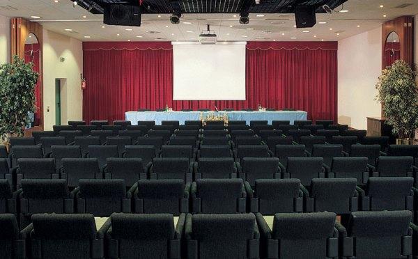 Hotel-Shandranj-Tesero-sala-conferenze