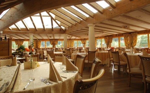 Hotel-Shandranj-Tesero-sala-da-pranzo