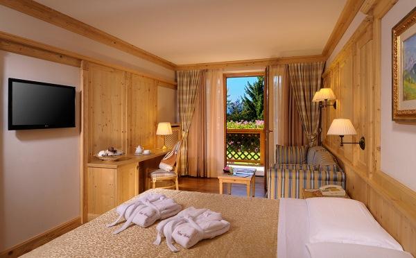 Hotel-Tevini-Comezzadura-camera-da-letto1