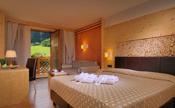 Hotel-Tevini-Comezzadura-camera-da-letto2