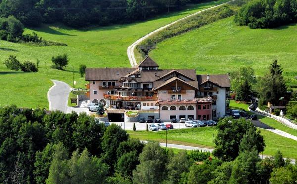 Hotel-Tevini-Comezzadura-esterno2