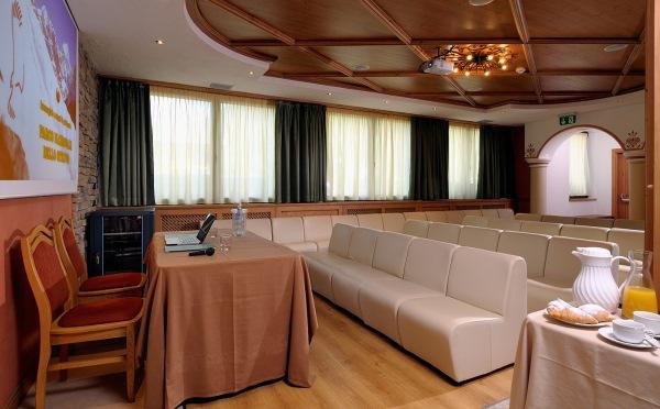 Hotel-Tevini-Comezzadura-sala-conferenze