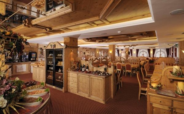 Hotel-Tevini-Comezzadura-sala-da-pranzo