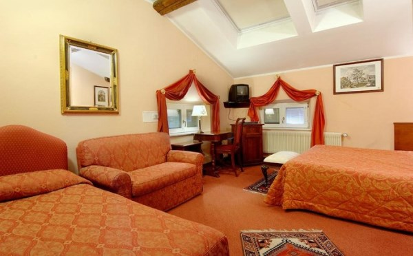 Hotel-Villa-Madruzzo-Cognola-camera-da-letto2