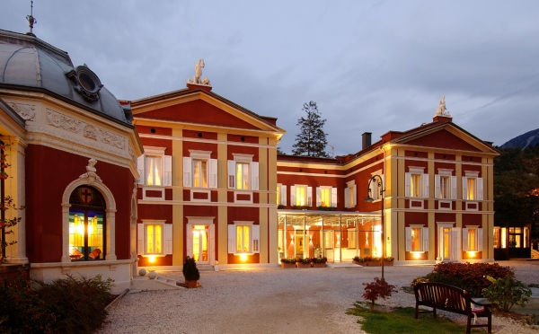 Hotel-Villa-Madruzzo-Cognola-esterno-all'imbrunire