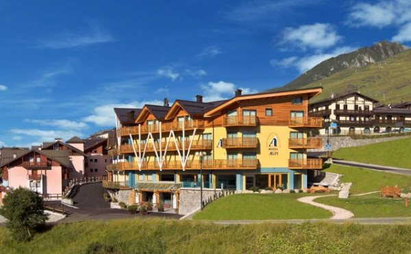 Hotel-delle-Alpi-Passo-Tonale-esterno3