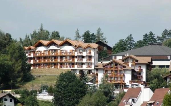 Hotel-la-Roccia-Cavalese-esterno