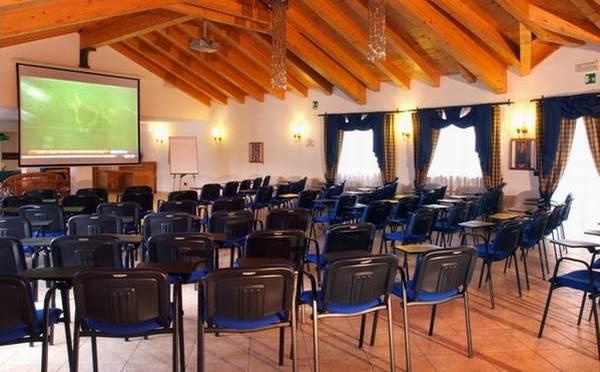 Hotel-la-Roccia-Cavalese-sala-conferenze