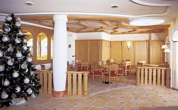 Hotel-la-Roccia-Cavalese-spazi-comuni