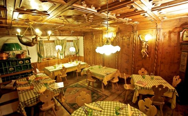 Rifugio-Fuciade-Moena-sala-da-pranzo