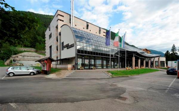 Teatro-Navalge-Canazei-esterno